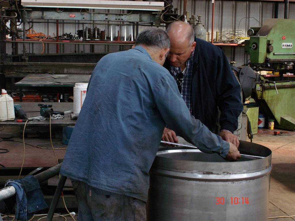 ייצור מיכלים